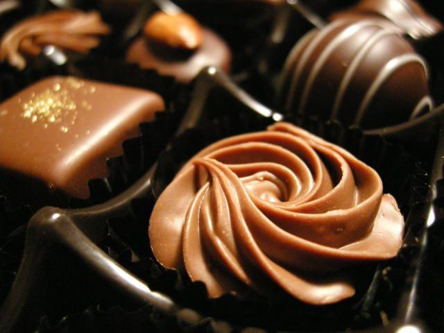 バレンタインデーの由来 チョコを贈るのは菓子メーカーの陰謀?